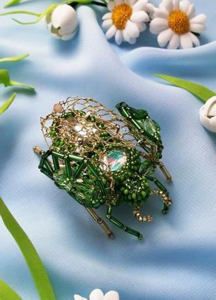 Весенняя зеленая брошь жук насекомое ручной работы
