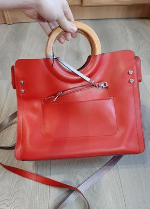 Улюблена сумка брендова. дуже стильна річ!