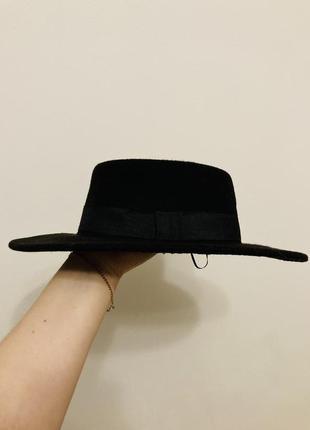 Чорна шляпа тримає форму2 фото