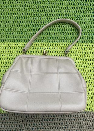 Винтажная сумка ридикюль, вместительная и компактная красивая фурнитура, благородный цвет