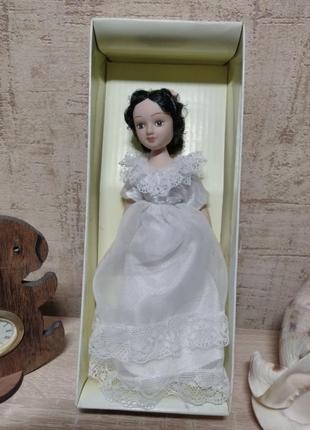 Красивая фарфоровая куколка из коллекции дамы эпохи.