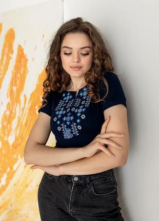 Женская футболка вышиванка с синей вышивкой8 фото