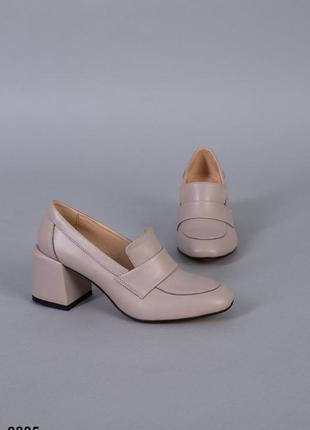 Стильные весенние туфли на среднем каблуке натуральная кожа