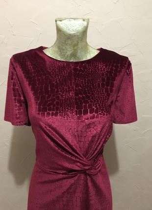 Изумительное платье цвета красное вино tu