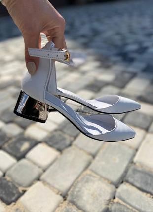 Босоножки с закрытым носком на каблуке 4 см