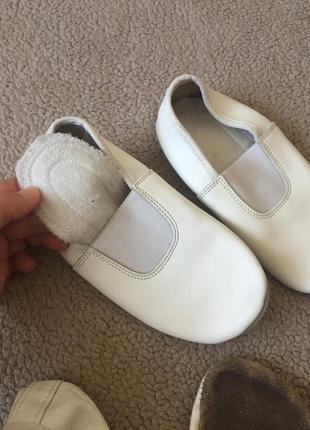 Белые кожаные чешки3 фото