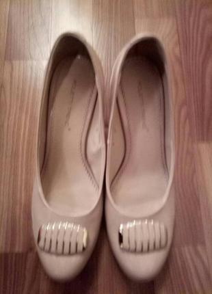 Красивые классические кожаные туфли, 39 размер