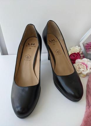 Туфли кожаные классические на высоком каблуке туфлі 39р. la halle