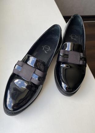 Туфли лоферы из натуральной лаковой кожи1 фото