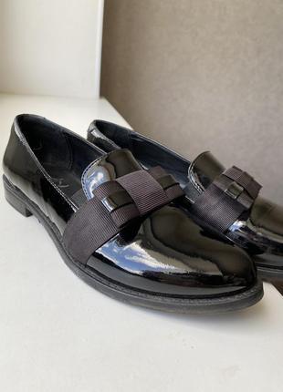 Туфли лоферы из натуральной лаковой кожи6 фото