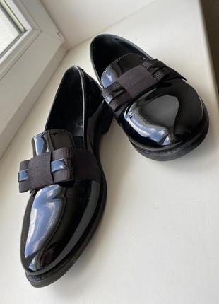 Туфли лоферы из натуральной лаковой кожи7 фото
