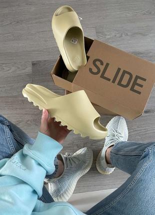 Мужские, женские шлепанцы adidas yeezy slide desert sand
