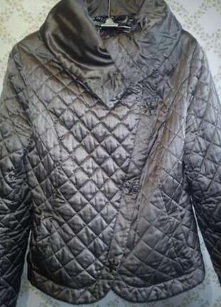 Курточка демисезонная.