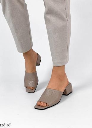 Стильные шлепанцы на каблуке, натуральная кожа6 фото