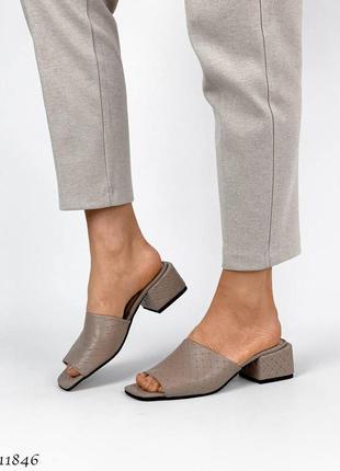 Стильные шлепанцы на каблуке, натуральная кожа2 фото