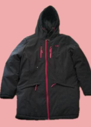 Куртка спортивная на синтепоне непромокаемая.