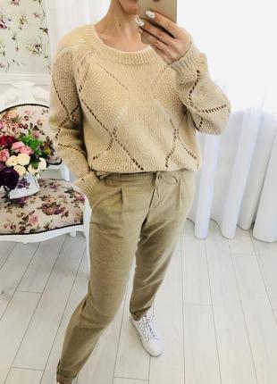 Бежевый свитер с содержанием мохера