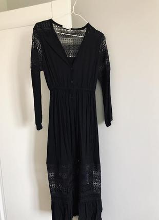 Неймовірної краси сукня з мереживними акцентами