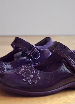 Clarks лакированные кожанные туфли с мигалками. geox