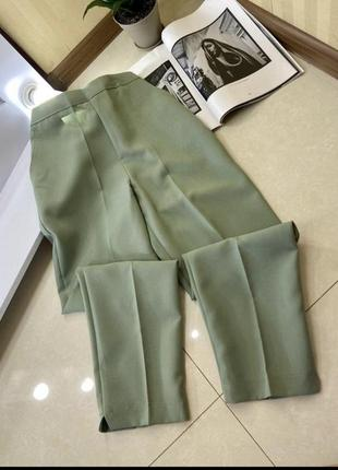 Повседневные, классические брюки с стрелками фисташкового цвета