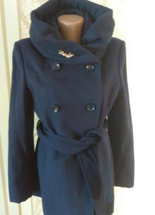 Красивое  нарядное пальто из шерстяным составом на с,м