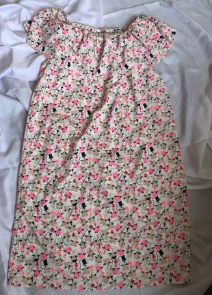 Легкое летнее платье с рюшем на плечах