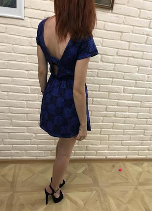 Красивое платье с открытой спинкой