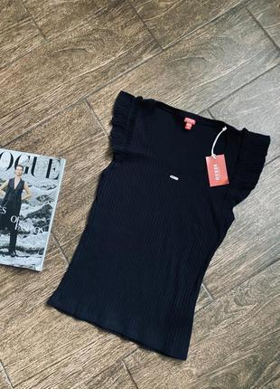 Очень стильная рубчатая футболка блуза
