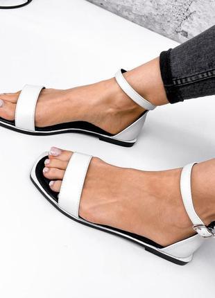 Женские белые босоножки сандали