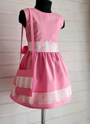Розовое платье с бело-розовой прошвой и отделочным поясом. 100% хлопок. 110-146рр