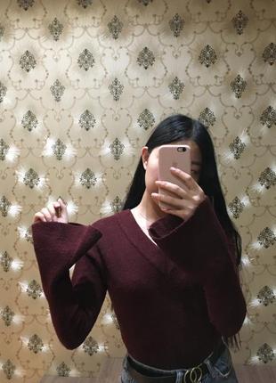 Бордовая кофта на завязках с рукавом воланом