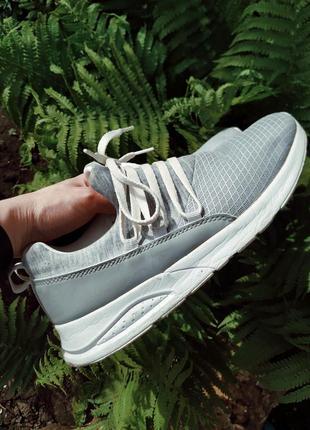 Лёгкие женские кроссовки