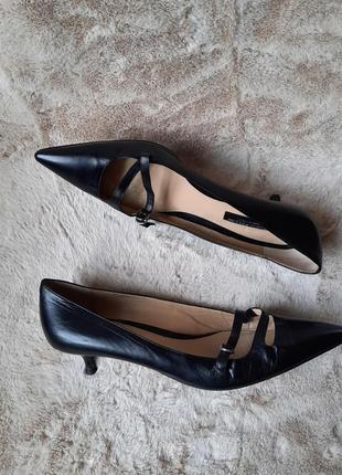 Черные туфли лодочки на маленьком каблучке studio pollini