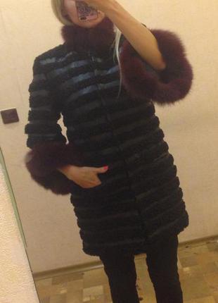 Куртка! очень красивая! кожа, каракуль, песец на рукавах и воротнике