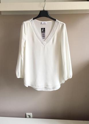 Элегантная шифоновая блуза с кружевной отделкой