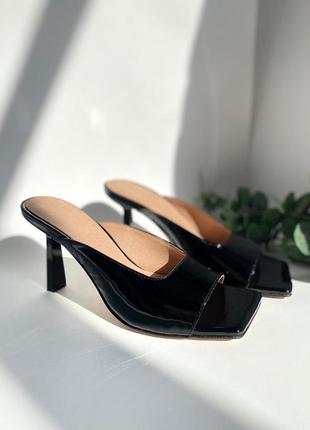Кожаные стильные шлепанцы на каблуке4 фото
