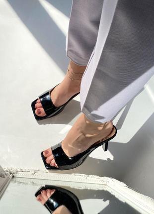 Кожаные стильные шлепанцы на каблуке3 фото