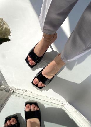 Кожаные стильные шлепанцы на каблуке5 фото