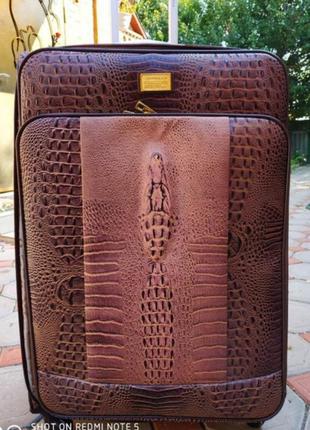 Шикарный большой чемодан