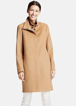 Бежевое кашемировое пальто uniqlo