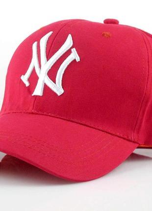 Красная кепка new york (нью йорк).