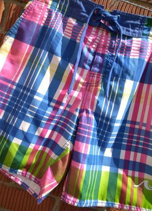 Стильные и яркие  пляжные шорты fsbn