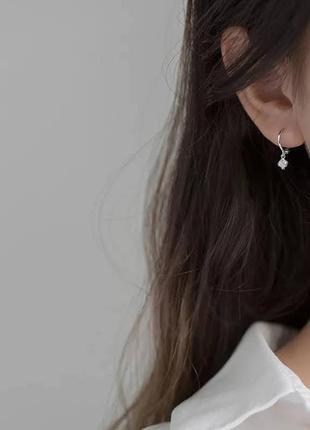 Изящные серебряные серьги конго с подвесками6 фото