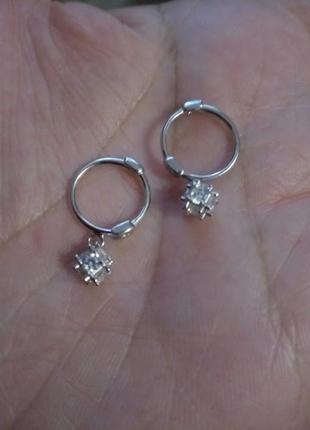 Изящные серебряные серьги конго с подвесками7 фото