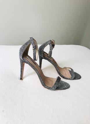 Босоножки на каблуке тонкие ремешки серебристые босоніжки високий каблук 41 26,5см