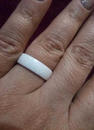 """Кольцо из белой ювелирной керамики """"грани""""5 фото"""