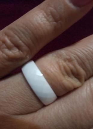 """Кольцо из белой ювелирной керамики """"грани""""6 фото"""