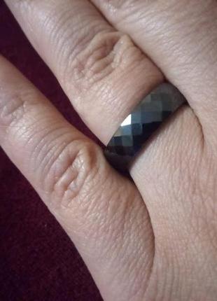 """Кольцо из черной ювелирной керамики """"грани""""4 фото"""