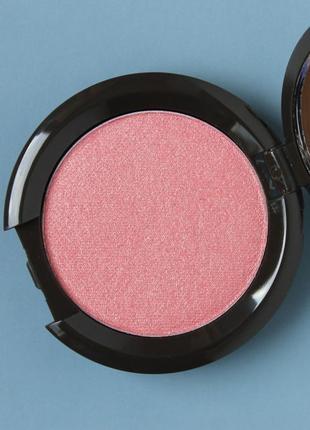 Сияющие румяна shimmering skin perfector - luminous blush в оттенке camellia (becca) 2,5 g