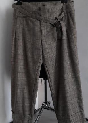 Стильные укороченные брюки от gina